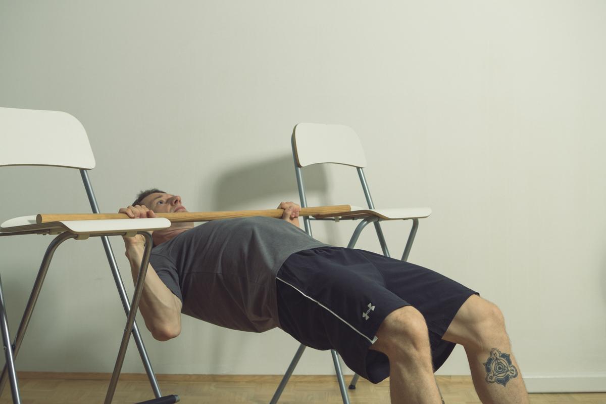 klimmzüge im schräghang trainieren