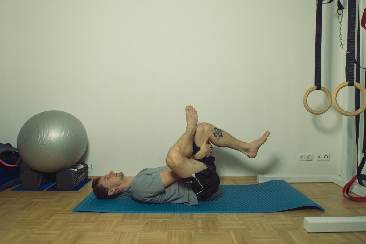 Dehnübung für die Muskulatur der seitlichen Hüfte