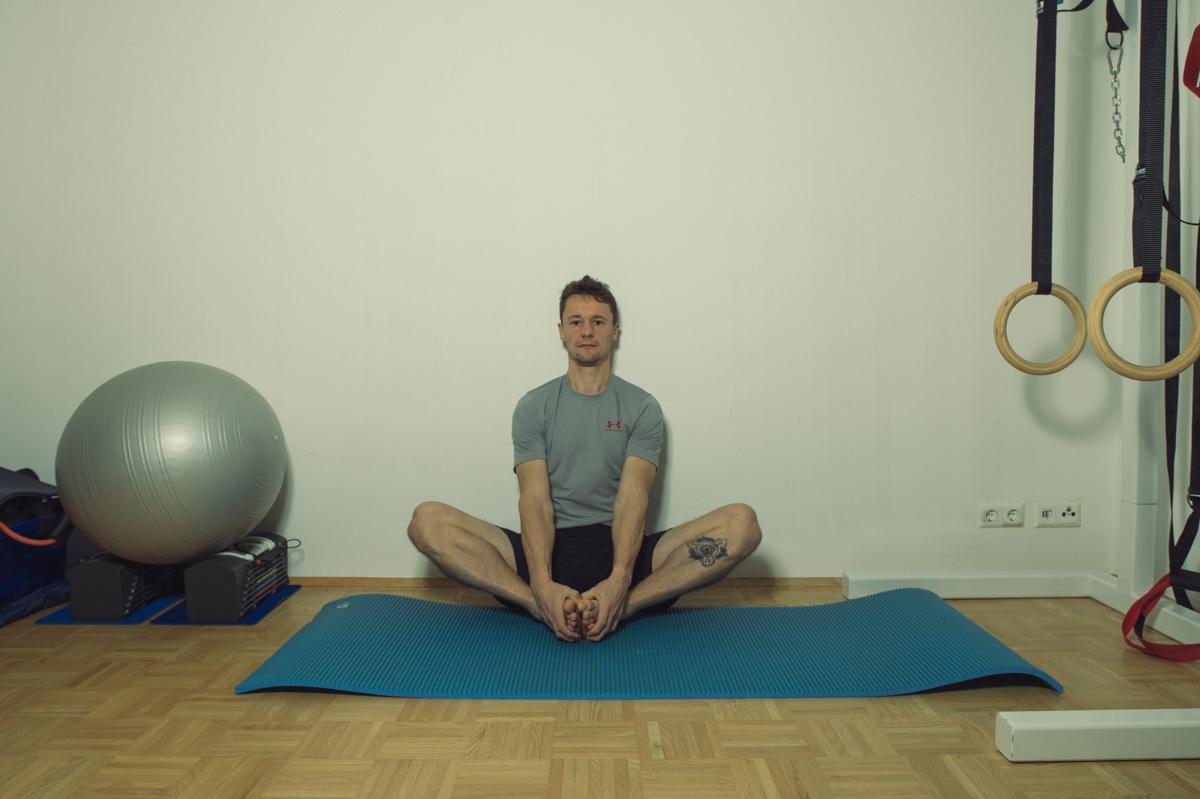 Dehnübung für die Muskulatur der inneren Hüfte